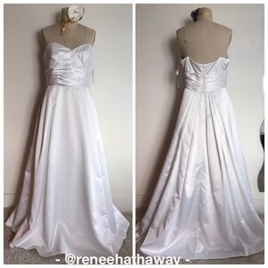 NWT David's Bridal Strapless Satin Wedding Gown 16